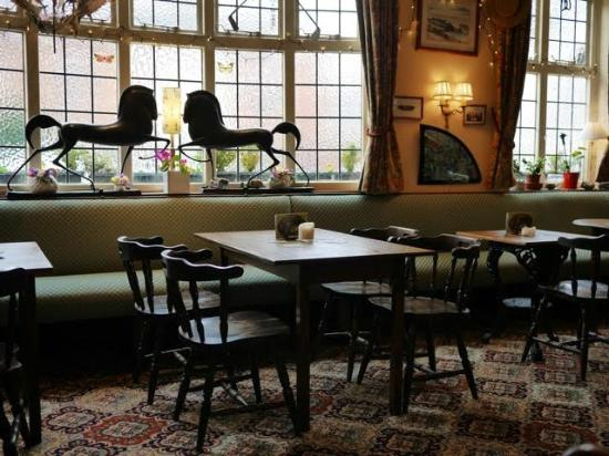 gorgeous sunday roast - review of the white swan, sileby, england