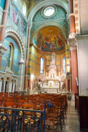 Albert, Frankreich: The apse and high altar