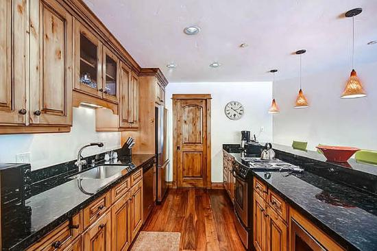 The Vail Spa Condominiums: Platinum Kitchen