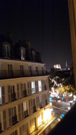 Le Petit Belloy Saint-Germain by HappyCulture : Notre Dame iluminada