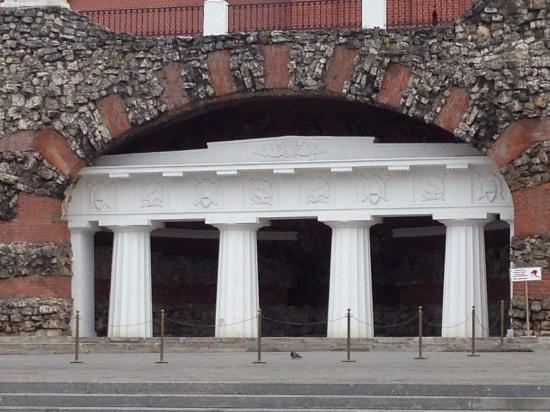 Grot Ruins