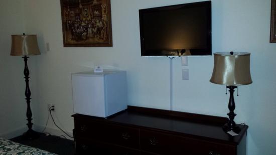 Tonopah, Νεβάδα: Tv and mini fridge