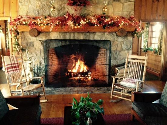 Pennyrile Forest State Resort Lodge: Fireplace in Lodge