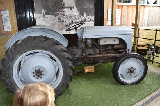 Cotswold Motoring Museum: Old Tractor