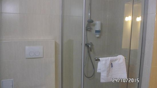 Minerva Hotel : Μπάνιο