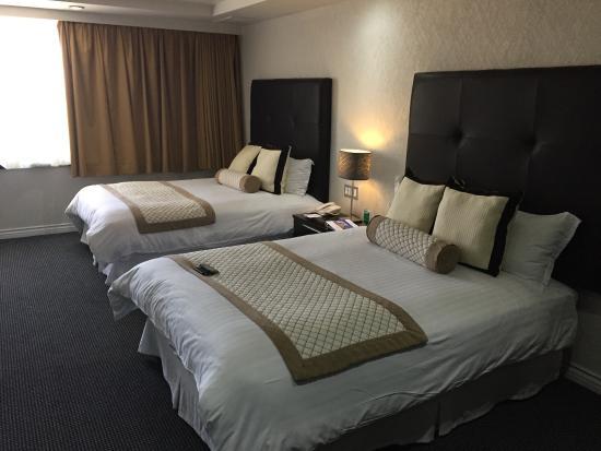 Las camas comodas y grandes picture of hotel pueblo for Camas grandes