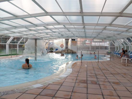 Piscine interieure picture of ght oasis park spa for Piscine interieure