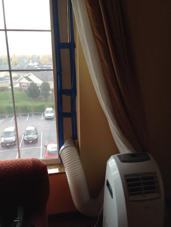 Homewood Suites by Hilton Fort Collins: Replacement for broken air conditioner.
