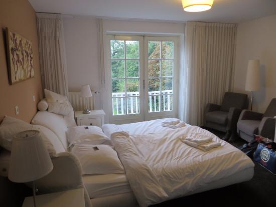 Villa Wambacherbos : Kamer 1, Frans balkon met uitzicht over Maasduinen