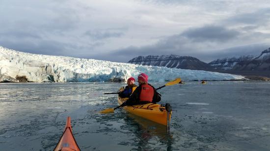 Svalbard Wildlife Expeditions: Kayaking in front of Nordenskôld glacier