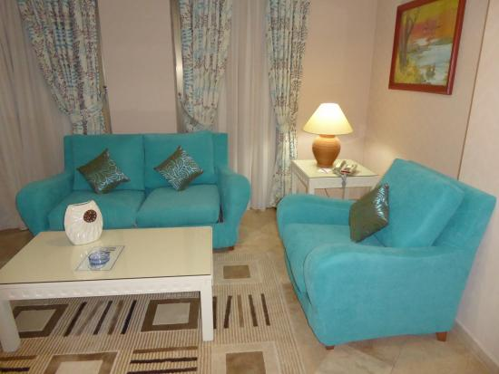 ... Luxury Resort & SPA: Sofa zum Ausziehen mit Salontisch und Sessel