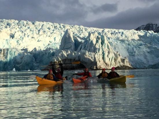 Svalbard Wildlife Expeditions: Kayaking in front of Nordensliôld glacier