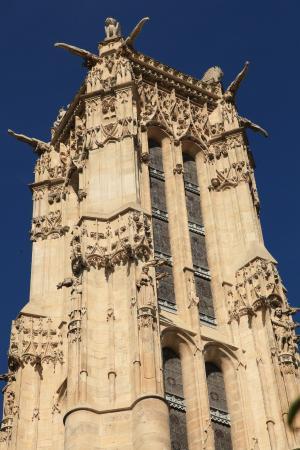 PARIS : La Tour Saint-Jacques et ses fameuses gargouilles.