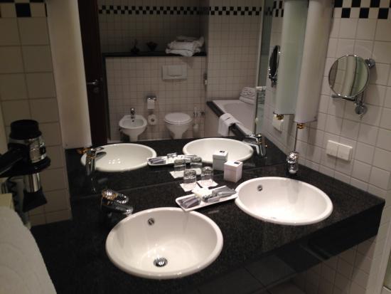 Dorint Parkhotel: Waschbecken