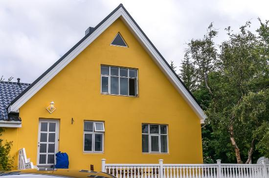 Leifsstadir Guesthouse: Outside of the guesthouse