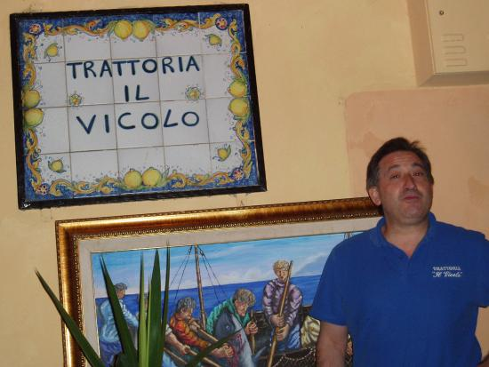Al Vicoletto : Trattoria il Vicolo Restaurant underneath apartment and owner