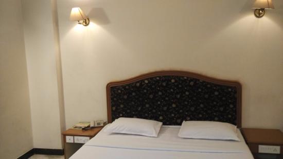 Hotel Atchaya: room