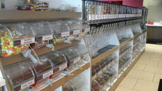 Owings Mills, Μέριλαντ: Double chocolate chunk muffins are the best, frozen yogurt, ice cream, cereal, coffee, candy and