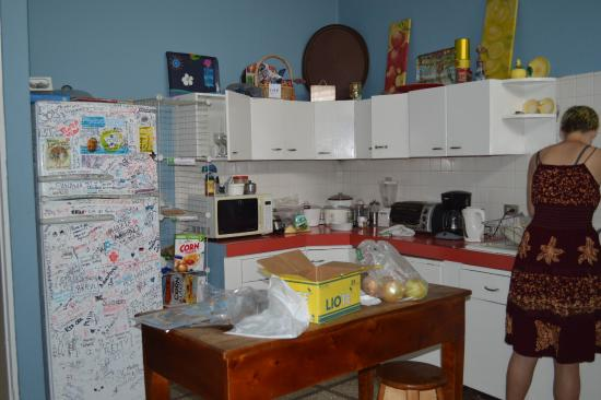 San Jose Metro, كوستاريكا: well organized communal kitchen