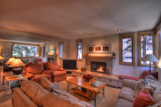 Tamarack Townhouses, A Destination Residence: Living Room