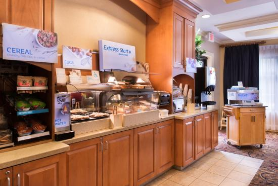 Holiday Inn Express Hotel & Suites - Veteran's Expressway: Free Hot Breakfast