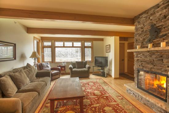 Aspenwood: Living Room