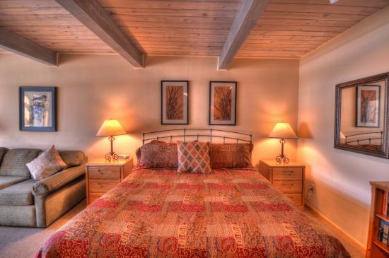 Aspenwood: Bedroom