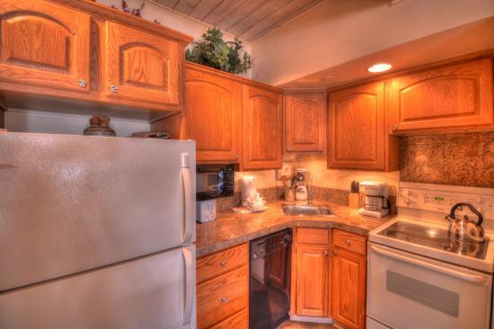 Aspenwood: Kitchen