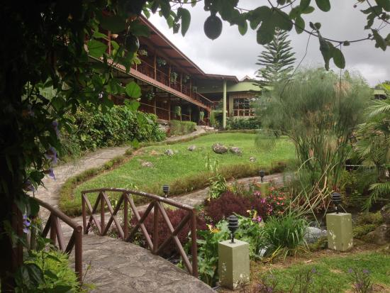 Hotel Dos Rios: The hotel and part of the garden