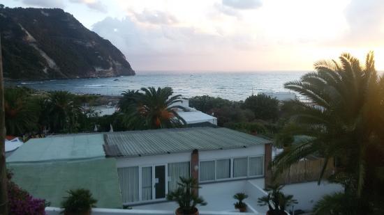 Semiramis Hotel de Charme Ischia: imbrunire dalla camera