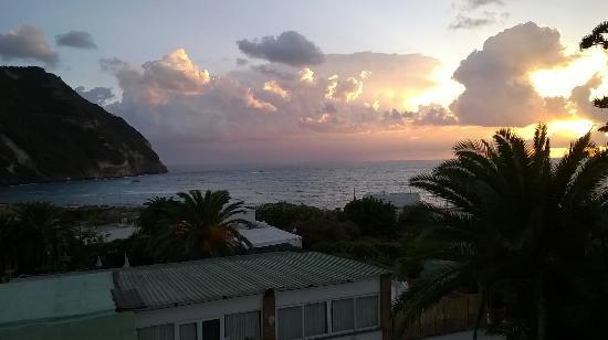 Semiramis Hotel de Charme Ischia: tramonto dalla camera