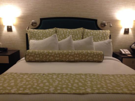 Hotel Skyler: bed