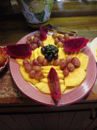 House of Fountains Bed and Breakfast: Fresh fruit