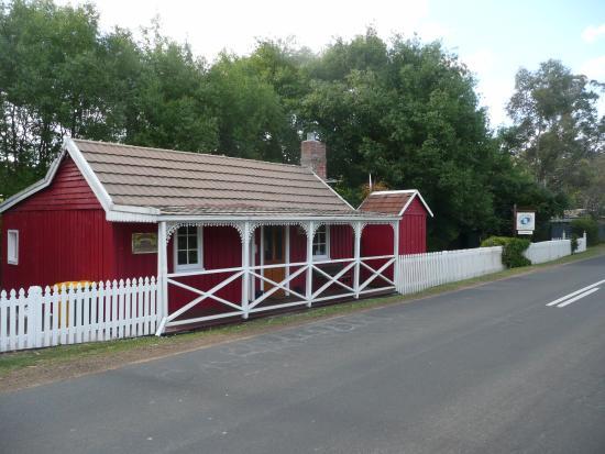 Westerway, أستراليا: Platypus Playground Riverside Cottage