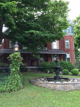 Craig Victorian Bed and Breakfast: Street view