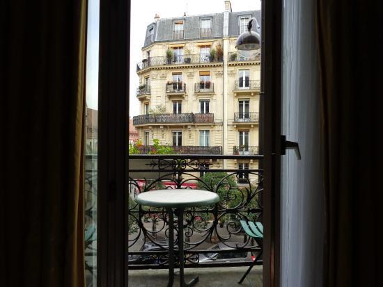 Familia Hotel: View through the sliding door to the balcony