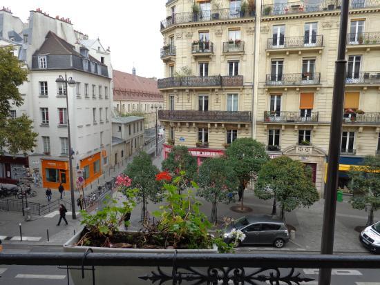 view overlooking the balcony bild fr n familia hotel paris tripadvisor. Black Bedroom Furniture Sets. Home Design Ideas