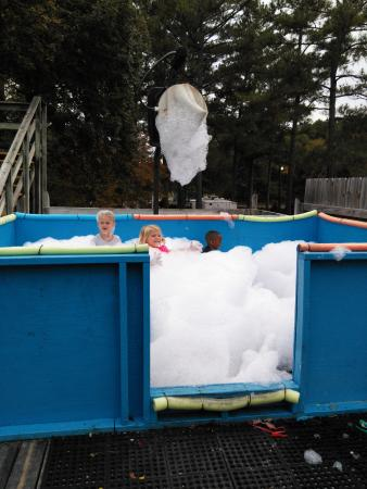 Childersburg, AL: Foam Bath
