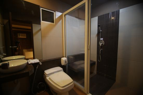 Caloocan, Filipinas: Toilet and Bath
