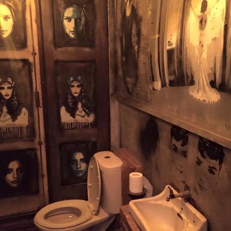 La Favela: Infamous female toilet