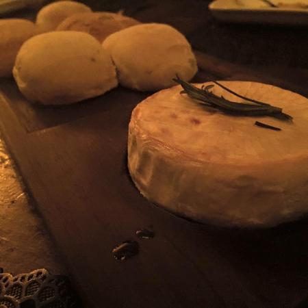La Favela: Baked camembert