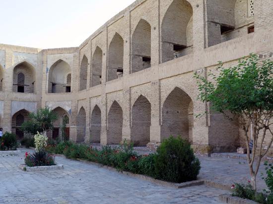 Kukeltash Madrasah: Внутренний двор.