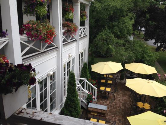 The Charles Hotel: Front balcony and patio