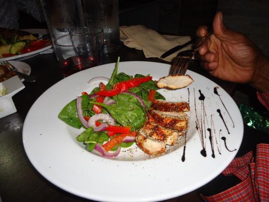 Ajax, Καναδάς: Jerk Chicken Salad