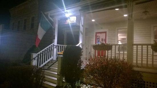 Frankie's Ristorante Italiano: Frankies entrance Lenox, MA