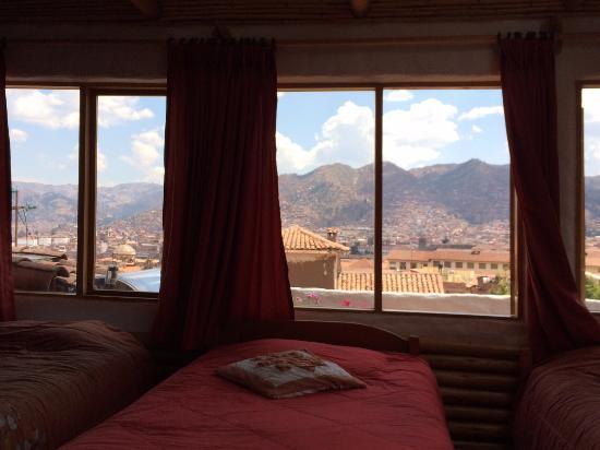 Hostal Madre Tierra: Room on the top floor. 3-Single Beds 1-Queen Bed