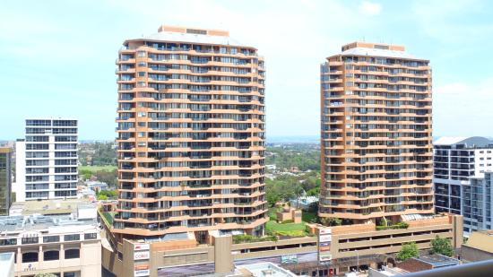 Flat screen TV - Picture of Meriton Suites Bondi Junction ...