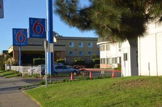 aussenbereich picture of motel 6 oakland airport. Black Bedroom Furniture Sets. Home Design Ideas