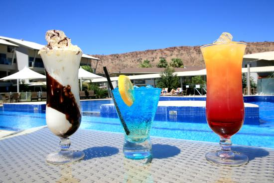 Lasseters Hotel : Cocktails by the Pool