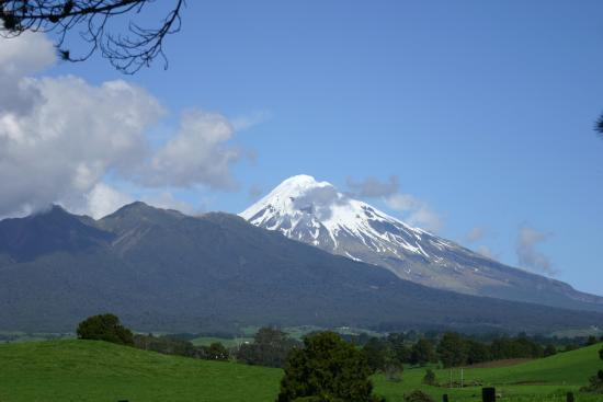 Stony River Hotel : Mount Taranaki - can be seen from the hotel bar